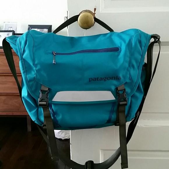 9d2bb996f72 ... cheap for discount ce10e ce516 Patagonia Mini Mass messenger bag ...